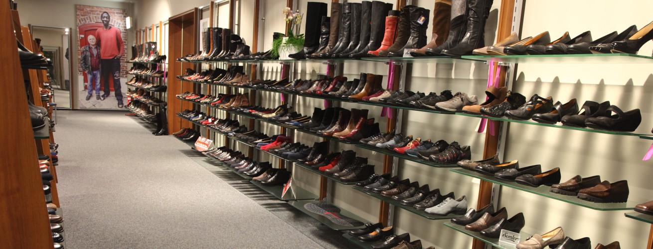 طراحی و اجرای دکوراسیون فروشگاه کفش